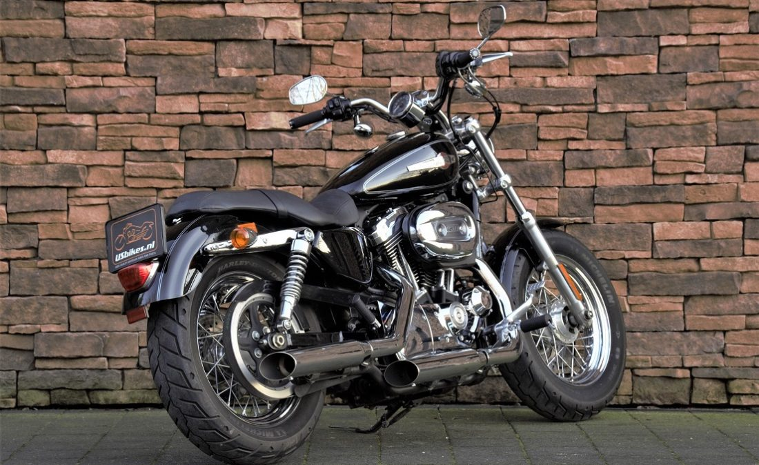 2011 Harley-Davidson XL1200C Sportster Custom RA2