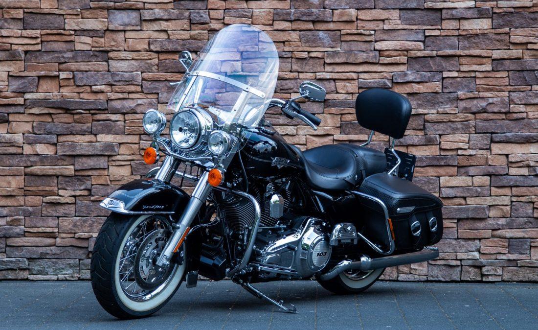 2011 Harley-Davidson FLHRC Road King Classic LV