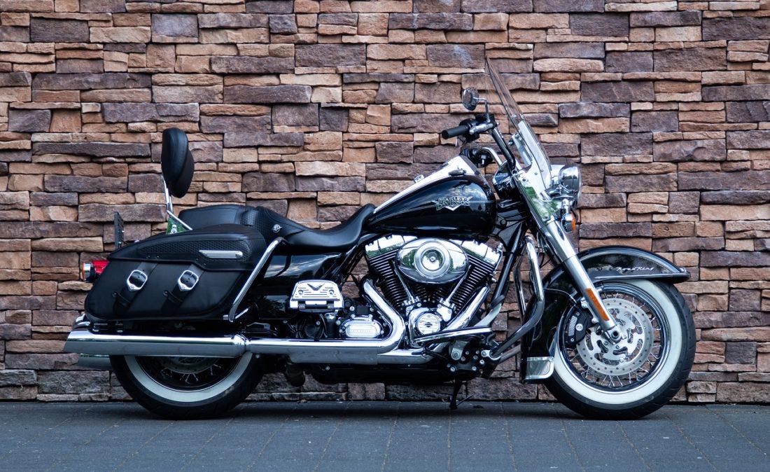 2011 Harley-Davidson FLHRC Road King Classic R