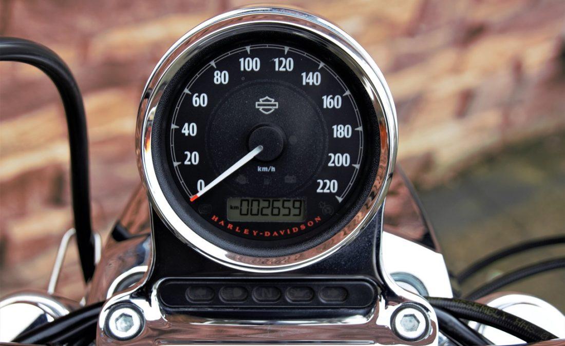 2017 Harley-Davidson XL1200C Sportster Custom T