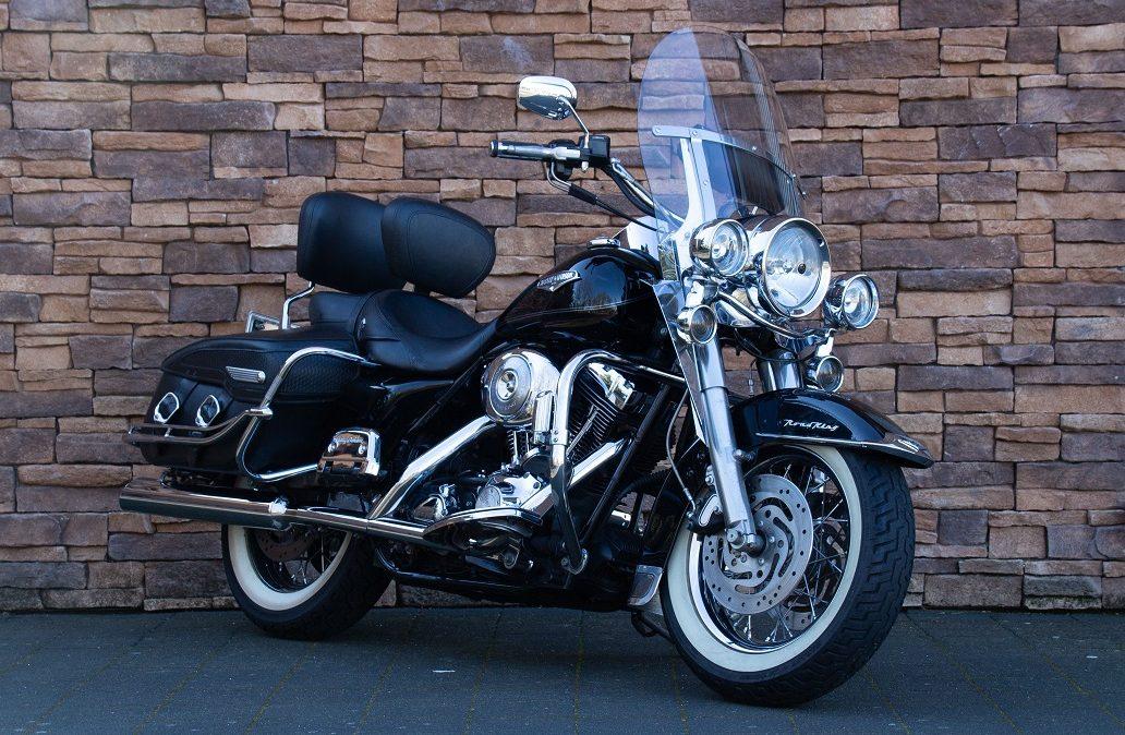 2005 Harley-Davidson FLHRCI Road King Classic Twin Cam RV