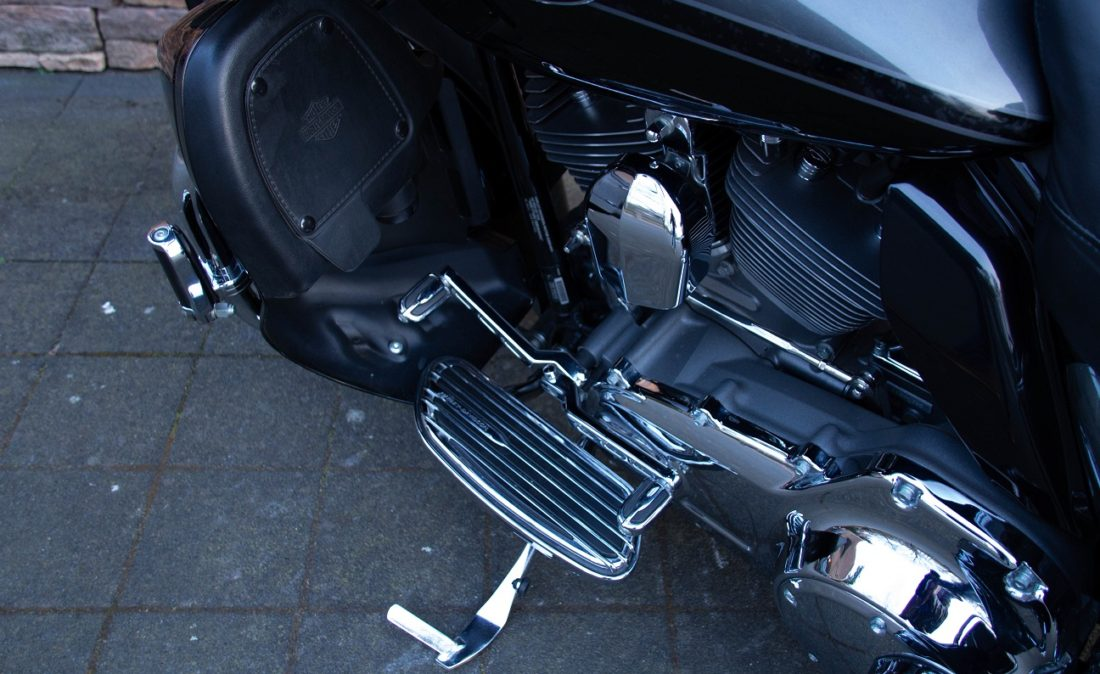 2011 Harley-Davidson FLTRUSE Road Glide Ultra CVO 110 LEZ