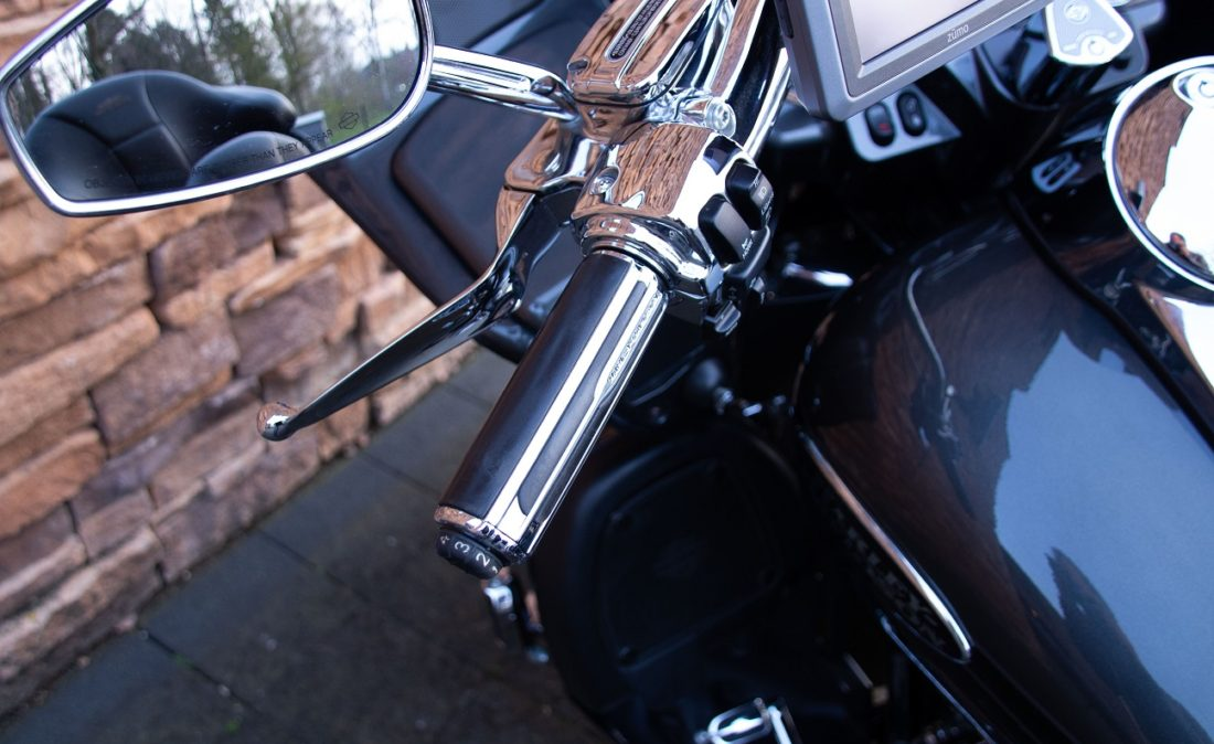 2011 Harley-Davidson FLTRUSE Road Glide Ultra CVO 110 LHG