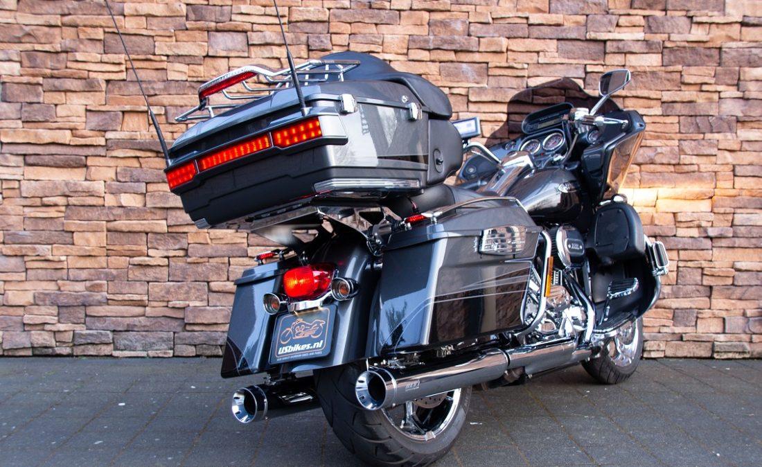 2011 Harley-Davidson FLTRUSE Road Glide Ultra CVO 110 RAL