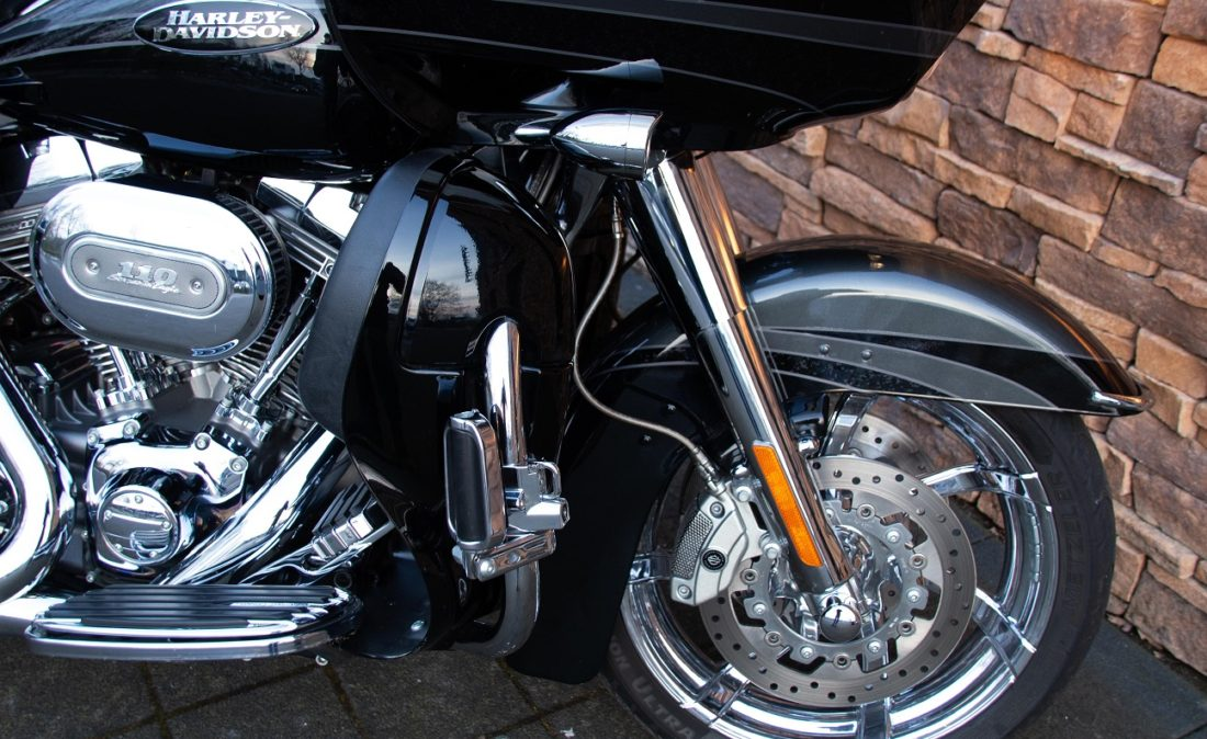 2011 Harley-Davidson FLTRUSE Road Glide Ultra CVO 110 RFF