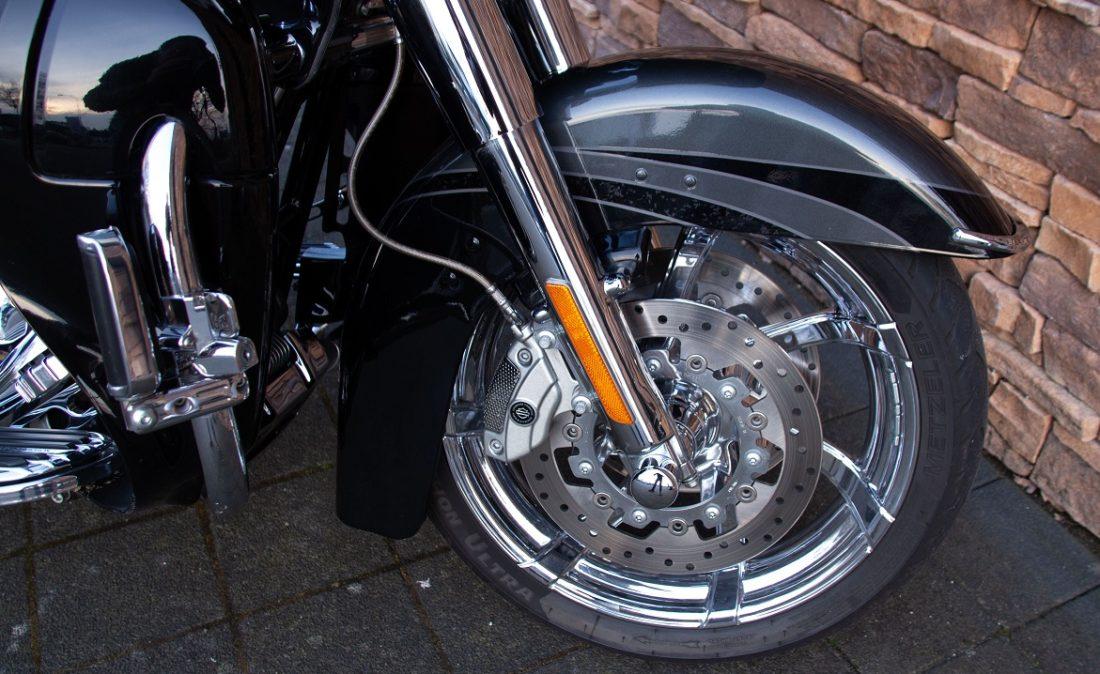 2011 Harley-Davidson FLTRUSE Road Glide Ultra CVO 110 RFW