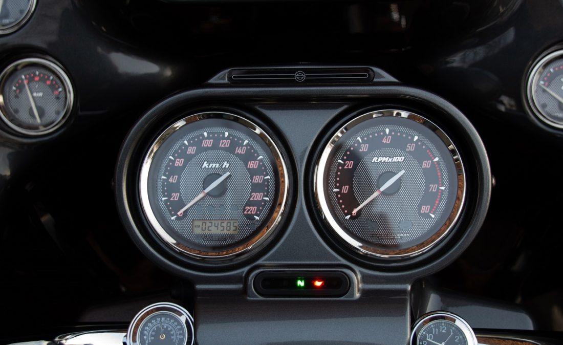2011 Harley-Davidson FLTRUSE Road Glide Ultra CVO 110 T